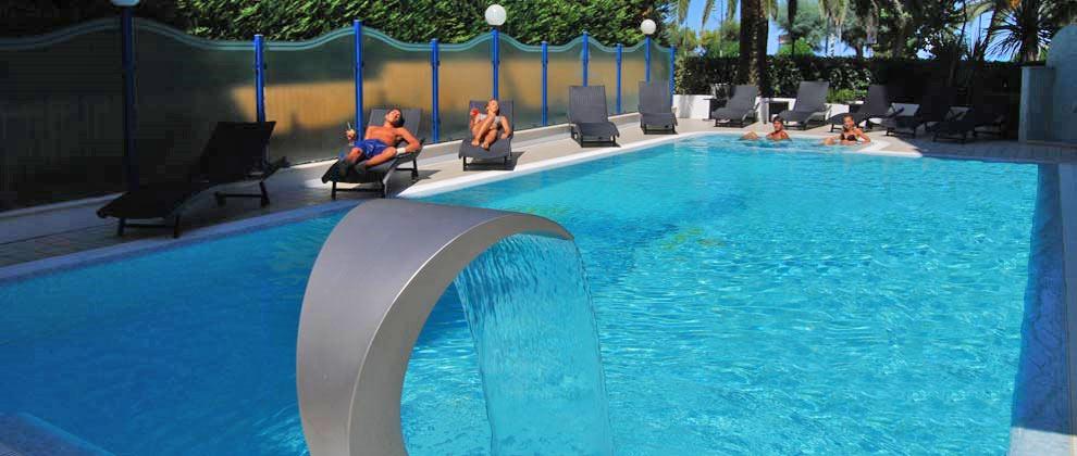 piscina dell'hotel sporting ad alba adriatica