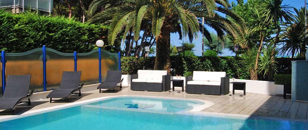 hotel con piscina piscina ad alba adriatica