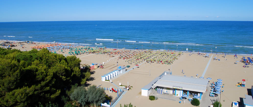 la spiaggia privata dell'hotel sporting
